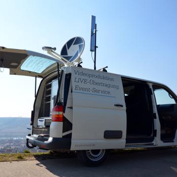 Ü-Wagen mit SAT-Aufbau und WLAN-Sendeeinheit.